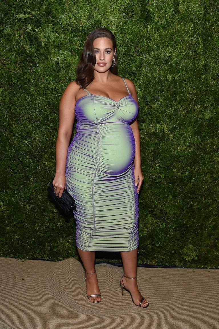 <p>Model Ashley Graham shrugged off the idea that you can't be sexy while pregnant by wearing this formfitting dress.</p>
