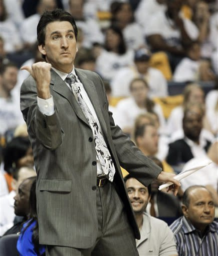 Los Angeles Clippers head coach Vinny Del Negro directs his team in the first half of Game 7 against the Memphis Grizzlies in a first-round NBA basketball playoff series on Sunday, May 13, 2012, in Memphis, Tenn. (AP Photo/Mark Humphrey)