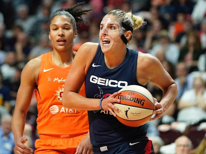 Elena Delle Donne drives to the basket.