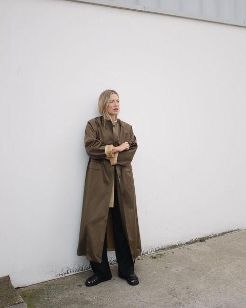 "<p>By pairing a modern trench with fisherman sandals, Foreman creates an easy trans-seasonal look.</p><p><a class=""link rapid-noclick-resp"" href=""https://go.redirectingat.com?id=127X1599956&url=https%3A%2F%2Fwww.matchesfashion.com%2Fproducts%2F1322294&sref=https%3A%2F%2Fwww.elle.com%2Fuk%2Ffashion%2Fwhat-to-wear%2Fg34367820%2Fautumn-outfits%2F"" rel=""nofollow noopener"" target=""_blank"" data-ylk=""slk:SHOP SATIN TRENCH NOW"">SHOP SATIN TRENCH NOW </a></p><p><a class=""link rapid-noclick-resp"" href=""https://go.redirectingat.com?id=127X1599956&url=https%3A%2F%2Fwww.karenmillen.com%2Fclassic-straight-trouser%2FAKK99417-105-18.html&sref=https%3A%2F%2Fwww.elle.com%2Fuk%2Ffashion%2Fwhat-to-wear%2Fg34367820%2Fautumn-outfits%2F"" rel=""nofollow noopener"" target=""_blank"" data-ylk=""slk:SHOP WIDE LEG TROUSERS NOW"">SHOP WIDE LEG TROUSERS NOW </a></p><p><a class=""link rapid-noclick-resp"" href=""https://www.russellandbromley.co.uk/neptune/541804"" rel=""nofollow noopener"" target=""_blank"" data-ylk=""slk:SHOP SHOES NOW"">SHOP SHOES NOW</a></p><p><a href=""https://www.instagram.com/p/CFsA796nBGE/"" rel=""nofollow noopener"" target=""_blank"" data-ylk=""slk:See the original post on Instagram"" class=""link rapid-noclick-resp"">See the original post on Instagram</a></p>"