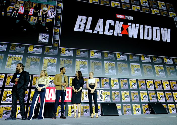 SAN DIEGO, CALIFORNIA - JULY 20: (L-R) David Harbour, Florence Pugh, O-T Fagbenle, Rachel Weisz and Scarlett Johansson of Marvel Studios' 'Black Widow' at the San Diego Comic-Con International 2019 Marvel Studios Panel in Hall H on July 20, 2019 in San Diego, California. (Photo by Alberto E. Rodriguez/Getty Images for Disney)