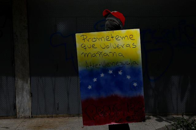 "<p>A demonstrator holding a rudimentary shield that reads ""Promise me you will come back tomorrow. Venezuela"", poses for a picture before a rally against Venezuelan President Nicolas Maduro's government in Caracas, Venezuela, June 17, 2017. He said: ""I protest for a better Venezuela, so that we can study, so that our children have a better future and for the freedom of everybody. Because we live in a dictatorship."" (Photo: Carlos Garcia Rawlins/Reuters) </p>"