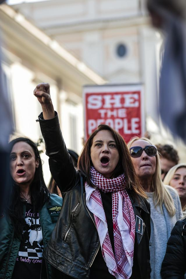 <p>The actress Asia Argento takes part in the Women s March 2018, with her daughter Anna Lou Castoldi in Rome, Italy on Jan. 20, 2018. (Photo: Cristiano Minichiello/REX/Shutterstock) </p>