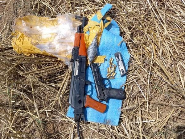 Recovered arms by BSF (Photo/ANI)