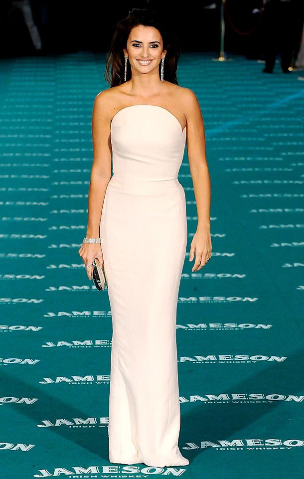 "Meanwhile, in Madrid at the Goya Cinema Awards, Oscar nominee Penelope Cruz (""Nine"") epitomized elegance in a vintage Versace column gown and understated diamond accents. Fotonoticias/<a href=""http://www.wireimage.com"" target=""new"">WireImage.com</a> - February 14, 2010"
