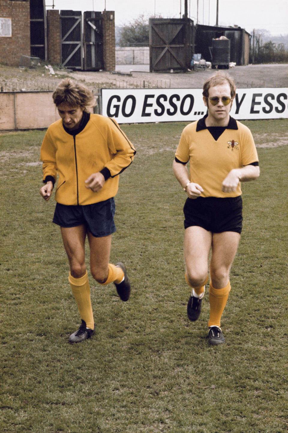 British singers Elton John and Rod Stewart training at Watford Football Club's Vicarage Road ground in Watford, Hertfordshire, November 1973. (Photo by Michael Putland/Getty Images)
