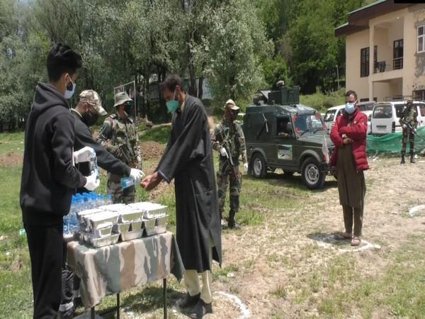 Indian Army distributing food to attendants of COVID patients in Baramulla. (Photo/ANI)