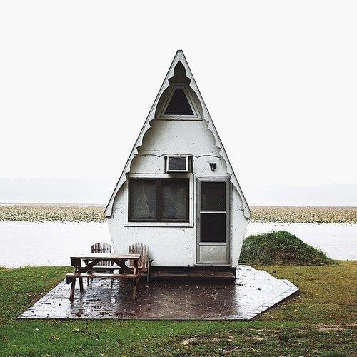 This tiny home is on the Mississippi River near Hamilton, IL, and it's seriously one of the most adorable things we've ever seen. The shape alone is enough to make anyone swoon - looks like something you'd find at Disney World.