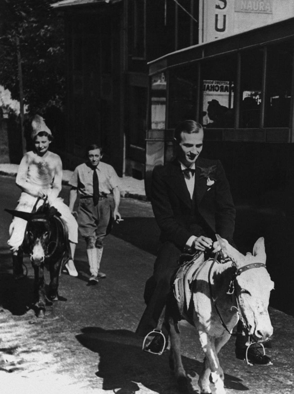 <p>During World War II, fuel shortages were common in occupied France. As a result, couples got creative with transportation, which is why this bride-and-groom hitched a ride on a pair of donkeys. </p>
