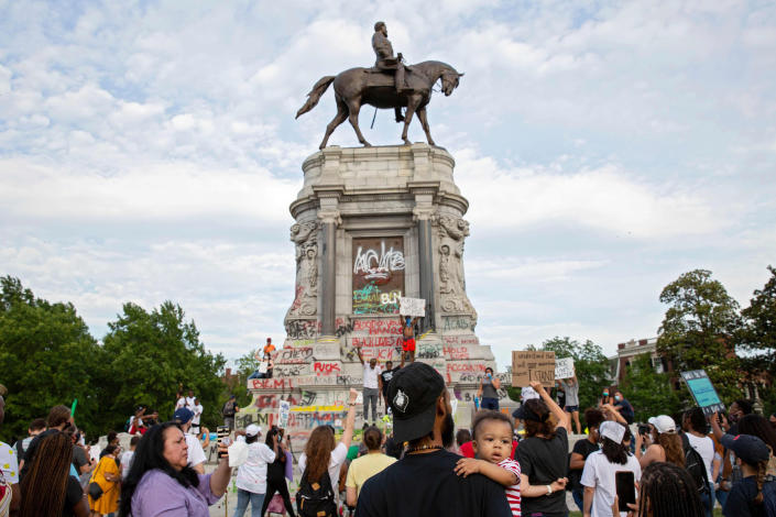 Image: Robert E. Lee statue (Ryan M. Kelly / AFP - Getty Images)