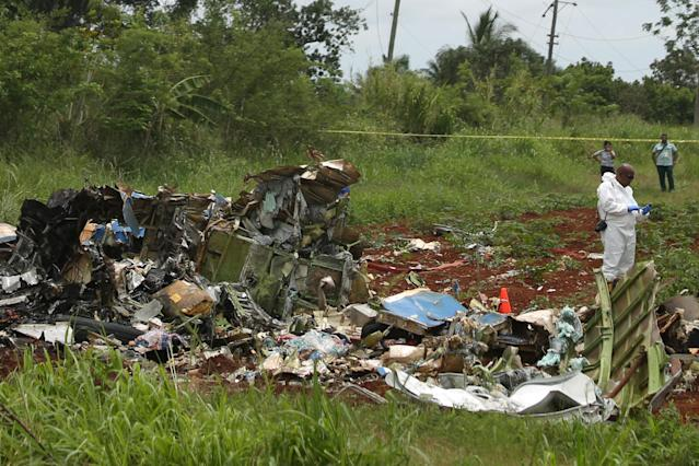 <p>A rescue team member works at the wreckage of a Boeing 737 plane that crashed in the agricultural area of Boyeros, around 20 km (12 miles) south of Havana, shortly after taking off from Havana's main airport in Cuba, May 18, 2018. (Photo: Alexandre Meneghini/Reuters) </p>