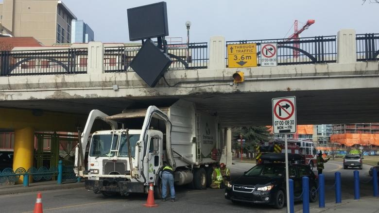 Truck stuck under Calgary's Centre Street Bridge, again