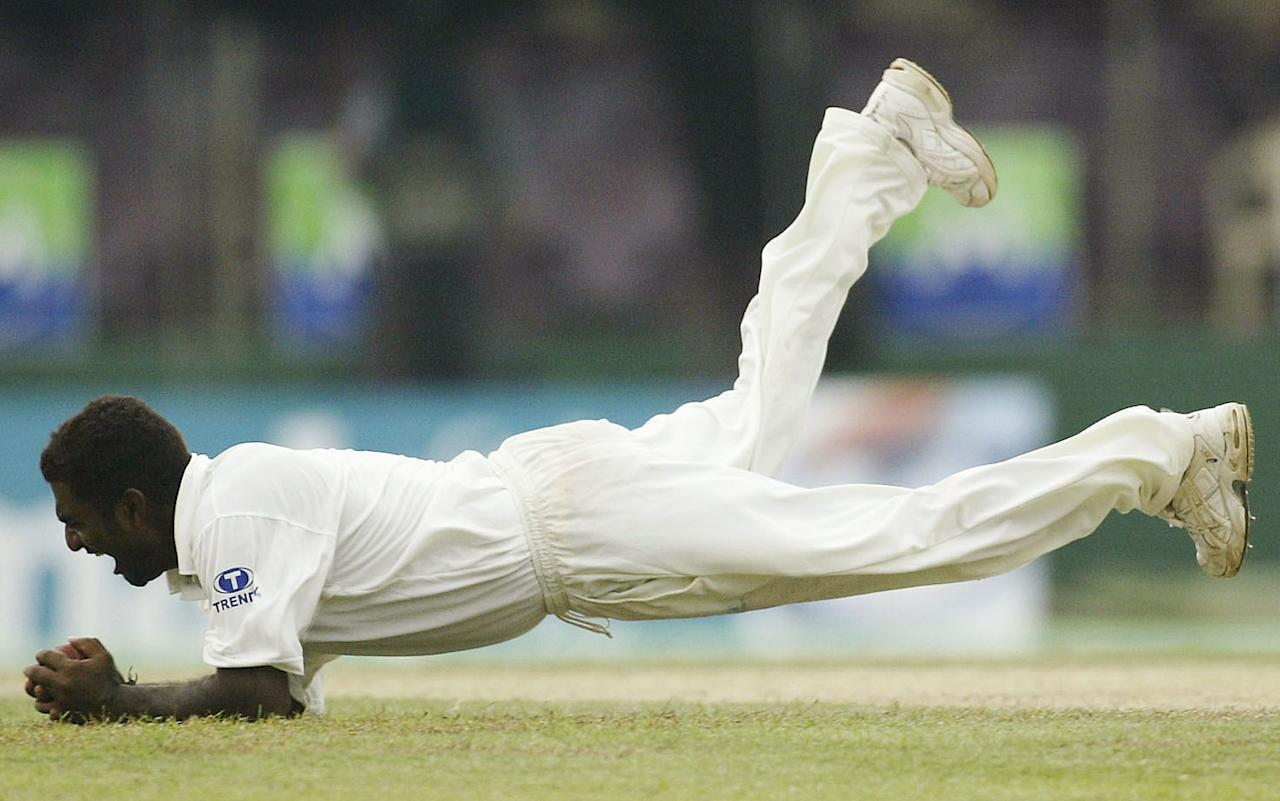 COLOMBO, SRI LANKA - MARCH 24:  Muttiah Muralitharan of Sri Lanka takes a catch to dismiss Simon Katich of Australia during day one of the Third Test between Australia and Sri Lanka played at the Singhalese Sports Club on March 24, 2004 in Colombo, Sri Lanka. (Photo by Hamish Blair/Getty Images)