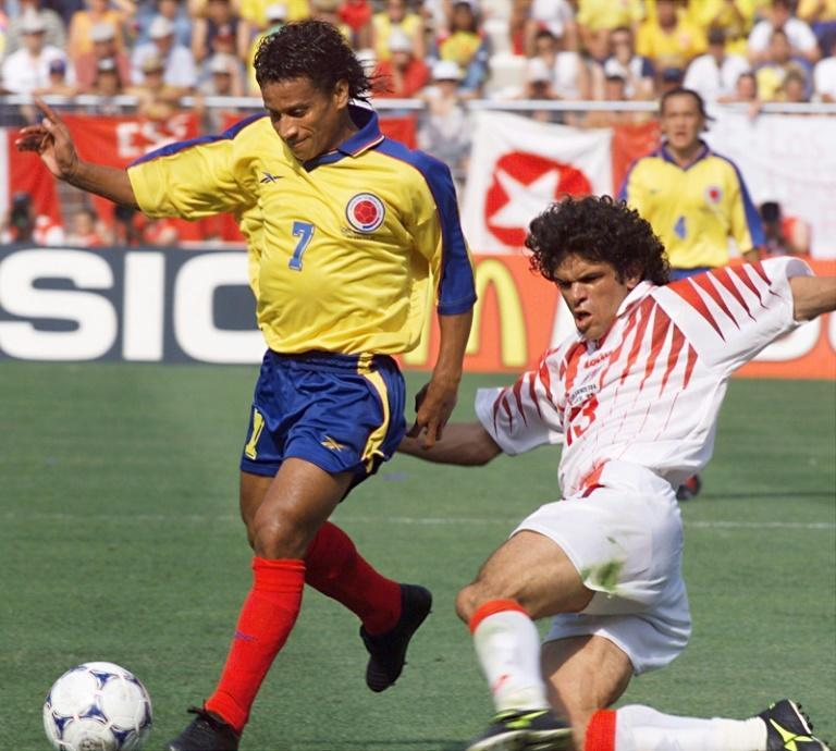 Anthony de Avila beating Riadh Bouazizi of Tunisia in the only game Colombia won at the 1998 World Cup (AFP/BORIS HORVAT)