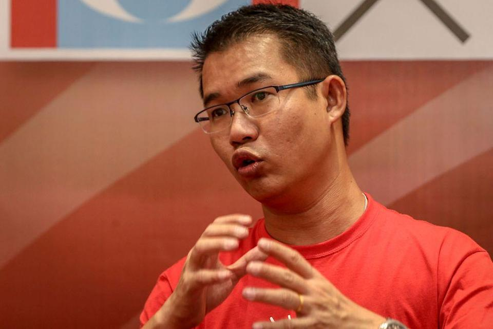 DAP's Skudai assemblyman Tan Hong Pin is among those who issued a statement urging the Perikatan Nasional government to immediately submit a proposal to replace the now terminated HSR project to drive economic growth in Johor and enhance regional connectivity. — Picture by Hari Anggara