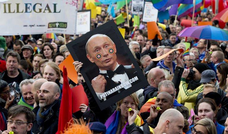 People protest against Russian President Vladimir Putin's visit to Amsterdam on April 8, 2013