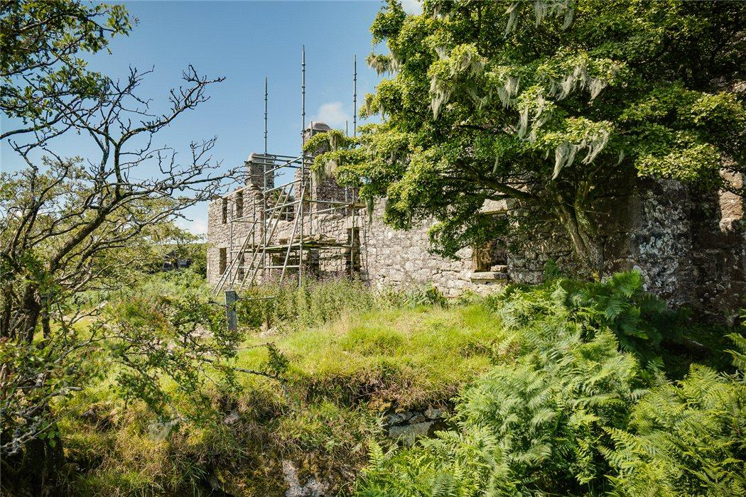 <p>It is thought the properties once housed staff who worked on an ancient hill farm. They were inhabited until the 1960s, before falling into disrepair. </p>