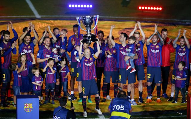 Soccer Football - La Liga Santander - FC Barcelona vs Real Sociedad - Camp Nou, Barcelona, Spain - May 20, 2018 Barcelona's Andres Iniesta and team mates celebrate with the La Liga trophy after the match REUTERS/Albert Gea TPX IMAGES OF THE DAY