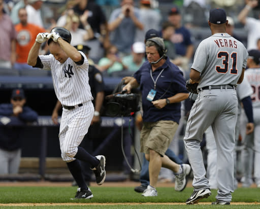 New York Yankees' Brett Gardner, left passes by Detroit Tigers relief pitcher Jose Veras (31) after hitting a ninth-inning walkoff, solo home run to lift the Yankees to a 5-4 victory in a baseball game on Sunday, Aug. 11, 2013, in New York. (AP Photo/Kathy Willens)