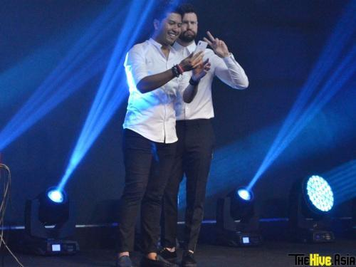 Who says Calum Scott doesn't do cute? As evidenced by this pose while taking a selfie with his fan.