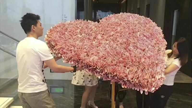 Chinese man gives his girlfriend a US$50,000 banknote bouquet, but did he break the law?