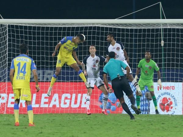 KBFC's Jeakson Singh scored a spectacular header to equalise against SC East Bengal in the closing minutes of match 35 of ISL 7 here on Sunday. (Photo/ ISL)