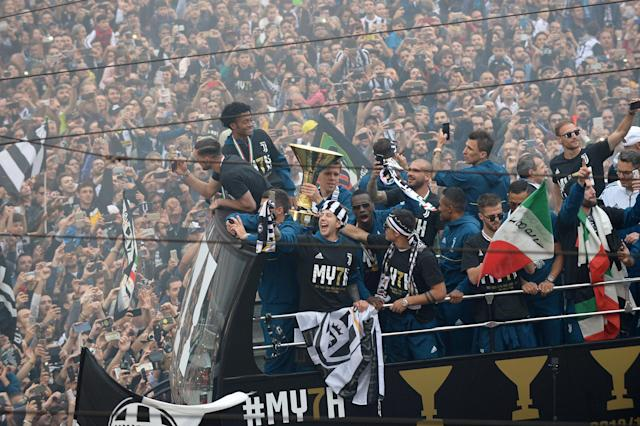 Soccer Football - Serie A - Juventus vs Hellas Verona - Turin, Italy - May 19, 2018 Juventus' Wojciech Szczesny celebrates winning the league with the trophy and team mates on an open top bus REUTERS/Massimo Pinca