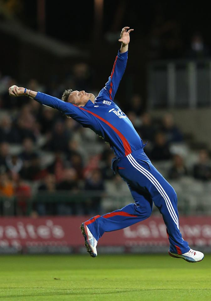 MANCHESTER, ENGLAND - SEPTEMBER 10:  Graeme Swann of England catches the ball to take the wicket of JP Duminy of South Africa during the 2nd NatWest International T20 match at Old Trafford between England and South Africa on September 10, 2012 in Manchester, England.  (Photo by Alex Livesey/Getty Images)