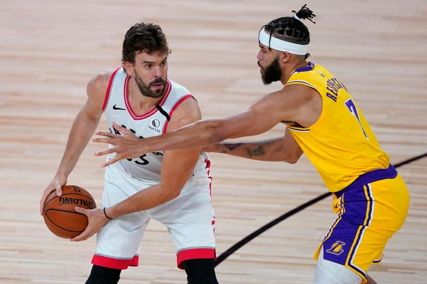 Javale McGee guards Marc Gasol