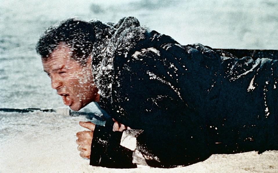 Let it snow: John McClane (Bruce Willis) goes through a second round of Christmas torture - Alamy