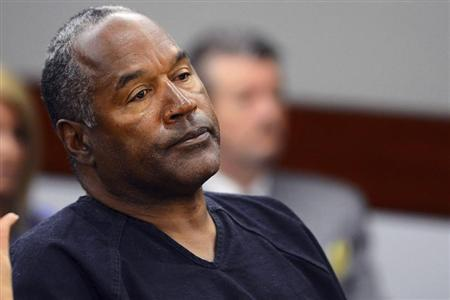 O.J. Simpson watches his former defense attorney Yale Galanter testify during an evidentiary hearing in Las Vegas