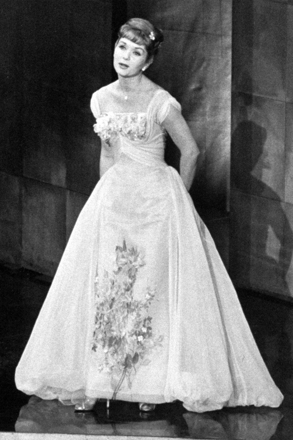 <p>Nominated for her role in <em>The Unsinkable Molly Brown</em>, Debbie Reynolds brought the princess look to the red carpet and the stage for a performance during the ceremony. </p>