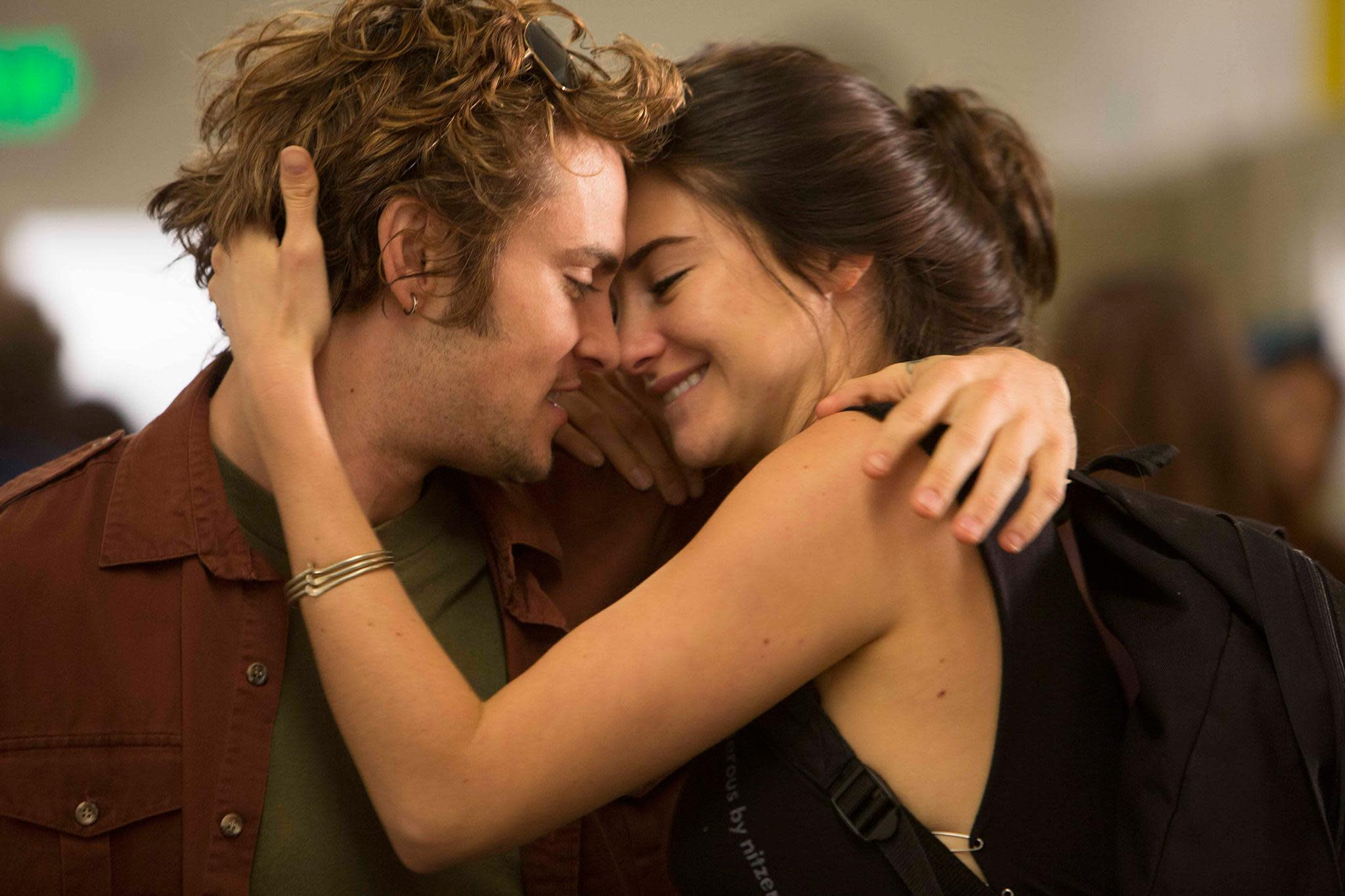 Shiloh Fernandez and Shailene Woodley in 'White Bird in a Blizzard'