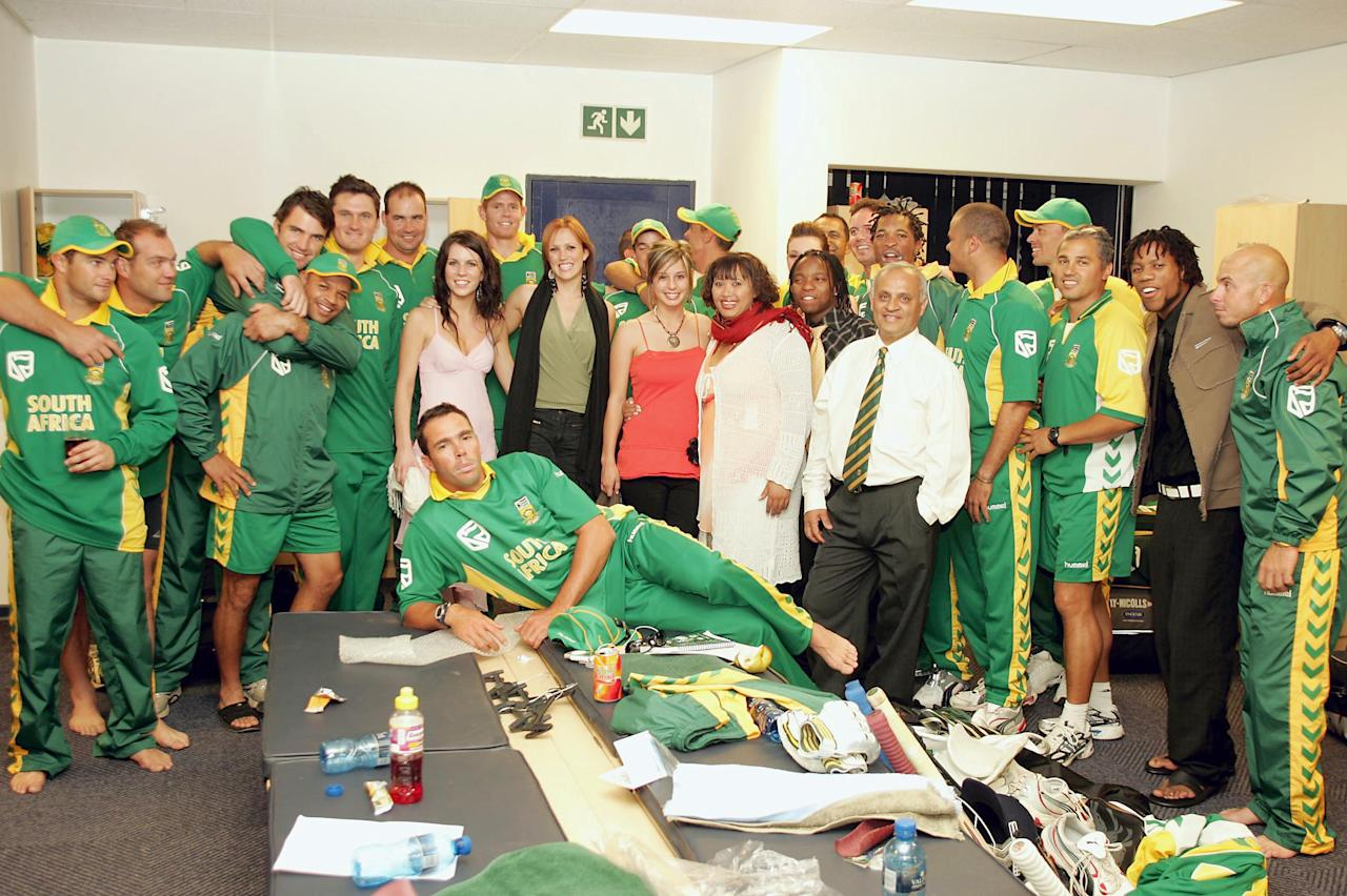 JOHANNESBURG, SOUTH AFRICA - OCTOBER 21: (TOUCHLINE PHOTO IMAGES ARE ONLY AVAILABLE TO CLIENTS IN THE UK, USA AND AUSTRALIA ONLY)  Idols Stars meeting the SA team in the changeroom after the Twenty20 match between South Africa and New Zealand at the Liberty Life Wanderers Stadium October 21, 2005 in Johannesburg, South Africa. (Photo by Duif du Toit/Touchline Photo via Getty Images)