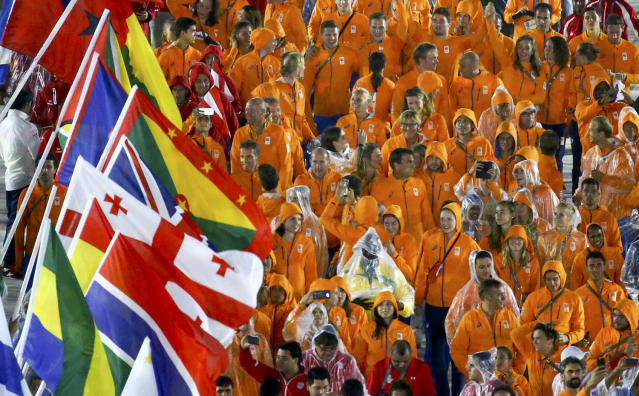 <p>Athletes of the Netherlands take part in a parade during the closing ceremony for the 2016 Rio Olympics on August 21, 2016. (REUTERS/Vasily Fedosenko) </p>