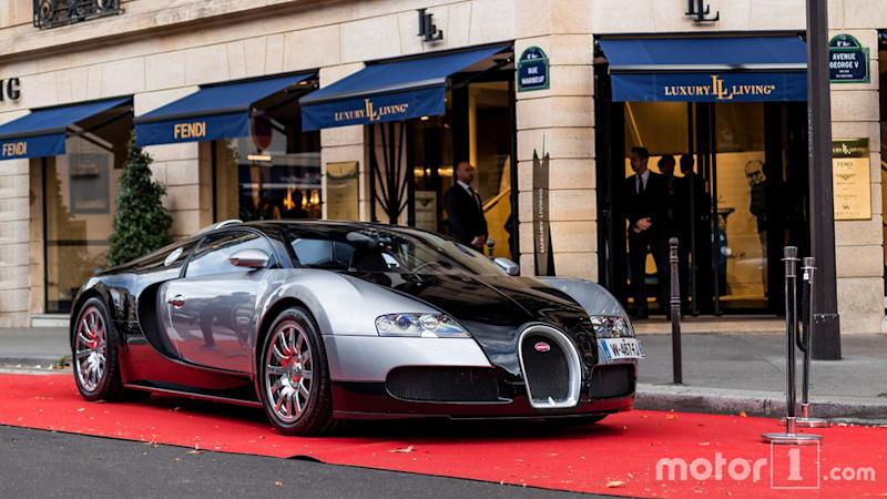 Bugatti Veyron hits record 250 mph on public roads
