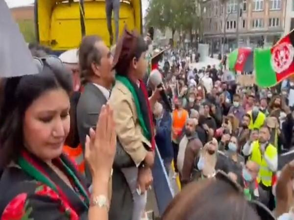 Afghans living in Germany hold protest in support the survival of 'Afghanistan' [Image: Twitter @Pajhwok]: