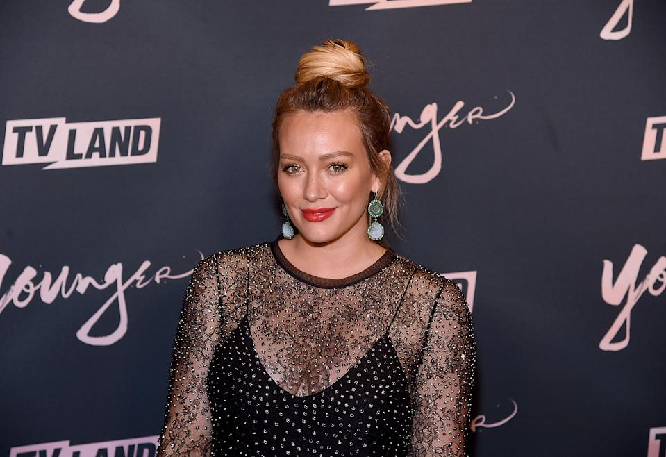 Hilary Duff poses on the red carpet for Younger, announces return as Lizzie McGuire