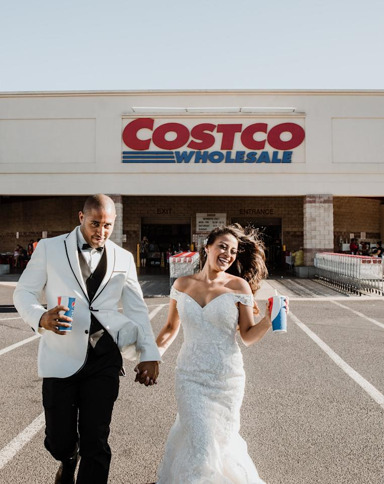 This Couple's Costco Wedding Shoot Involved Pizza Slices and a Mountain of Mac 'N' Cheese