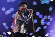 """<p>Mars wore a metallic suit and skinny tie for his performance.</p><p><a class=""""link rapid-noclick-resp"""" href=""""https://www.youtube.com/watch?v=Jn2KGdPOzZ4&ab_channel=ZebraTiger"""" rel=""""nofollow noopener"""" target=""""_blank"""" data-ylk=""""slk:WATCH NOW"""">WATCH NOW</a></p>"""