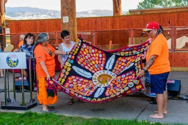 Velma Olsen gifted the memorial blanket to the Tk'emlúps te Secwépemc First Nation on Aug. 9. (Minnie Clark Photography - image credit)