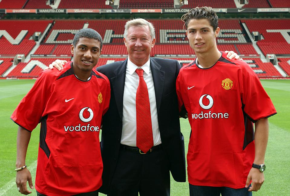 STOKE, ENGLAND - AUGUST 13:  Sir Alex Ferguson poses with Kleberson and Cristiano Ronaldo for photographers at Old Trafford on August 13, 2003 in Manchester, England.  (Photo by John Peters/Manchester United via Getty Images)