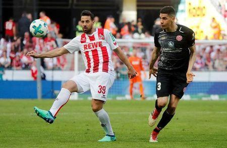 Cologne's Claudio Pizarro in action with Mainz's Leon Balogun REUTERS/Wolfgang Rattay