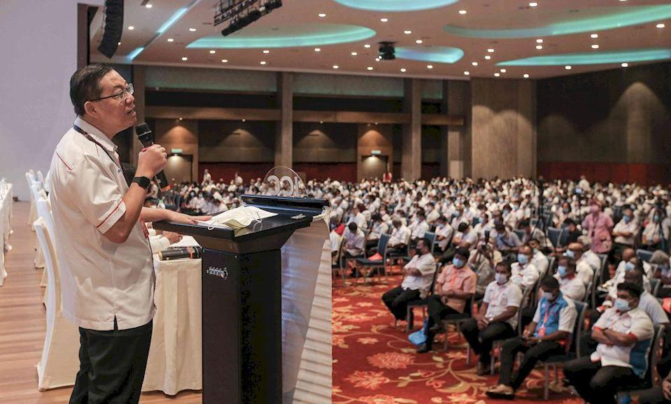 DAP secretary-general Lim Guan Eng, in his speech at the Perak DAP Convention, openly said that both the DAP central executive committee (CEC) and DAP Perak unanimously endorse the removal of the former mentri besar.