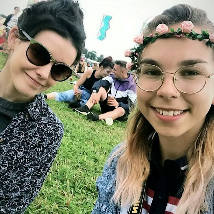 Fouweather (right) with friend Shannon at a music festival. (SWNS)