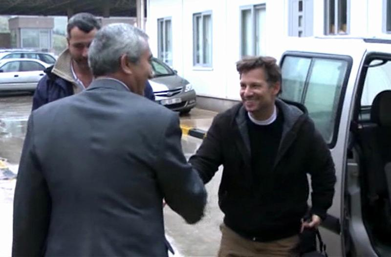 "In this image made from video, NBC chief foreign correspondent Richard Engel, right, shakes hands with an unidentified person after crossing back into Turkey, after they were freed unharmed following a firefight at a checkpoint after five days of captivity inside Syria, in Cilvegozu, Turkey, Tuesday, Dec. 18, 2012. Engel told the Turkish news agency Anadolu that he and his colleagues are ""very happy to be out"" and they are ""very tired."" (AP Photo/Anadolu via AP TV) TURKEY OUT, TV OUT"