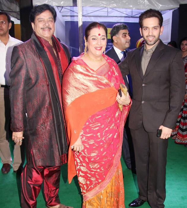 Shatrugan Sinha, his son and wife - oh we do miss his daughter from this perfect family picture