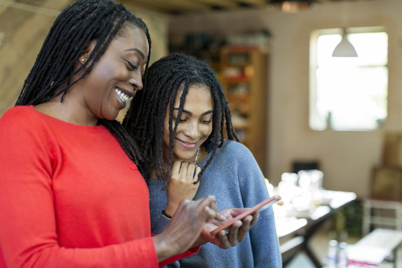 Want to set limits on your teen's social media use? Then, you'll have to start as an example yourself. (Photo: Getty Creative)