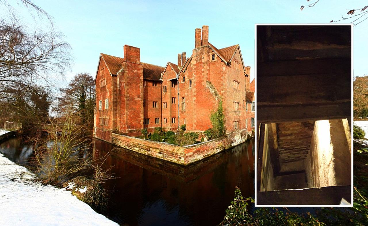 <p>Harvington Hall, a medieval manor house not far from Kidderminster, is famous for its 'priest-holes', used to hide priests when catholics were persecuted in the 16th century. The building has seven holes in total, four of which are around the staircase and hide small ladders. <i>(WikiCommons)</i></p>