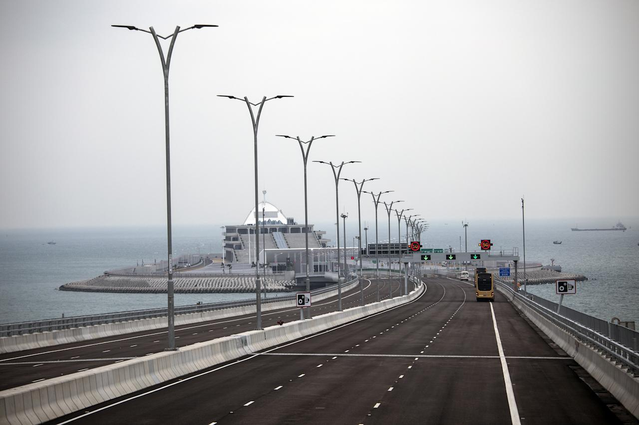 <p>Officials believe the much-delayed bridge will provide a huge boost to the Chinese economy. (Getty) </p>